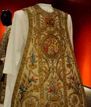 ornamentos-liturgicos-de-la-epoca-virreinal-300x350