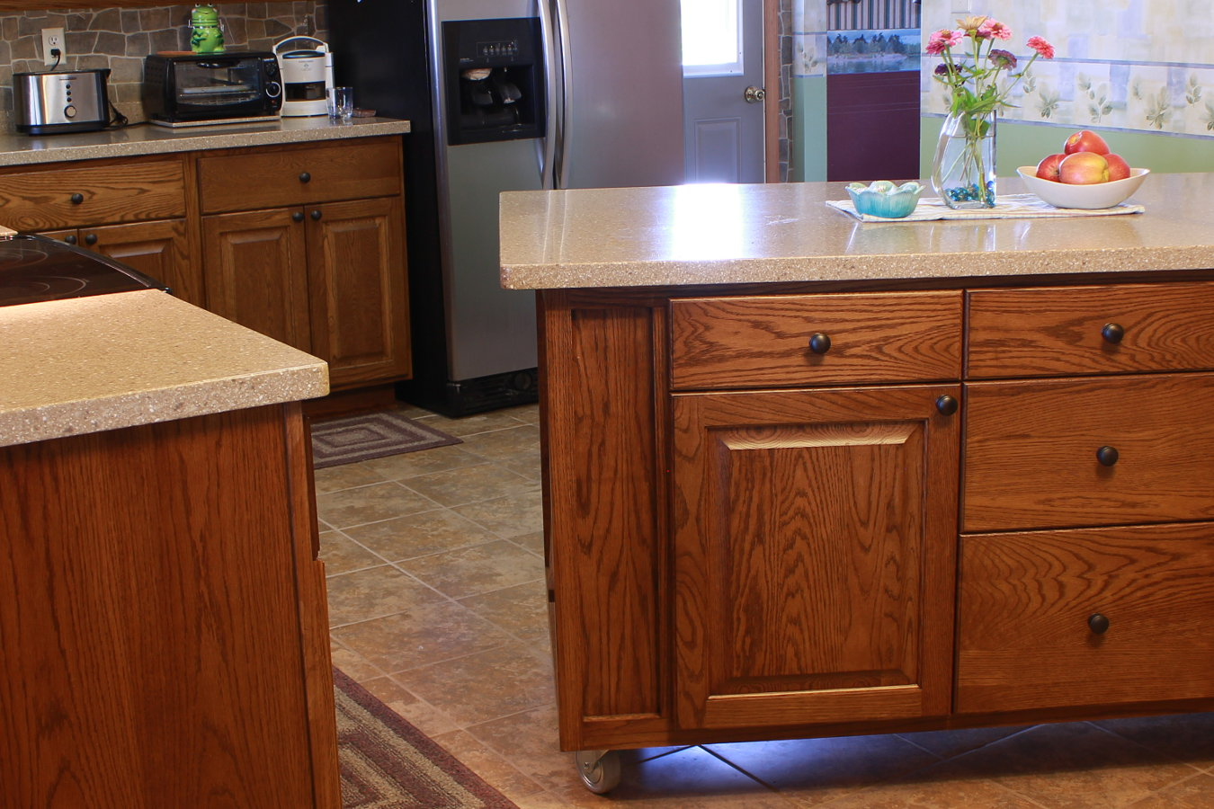 Love the back splash and counters on the oak cabinets ...