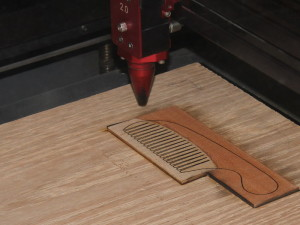 The outer shape of a comb cut from laminated veneer blank