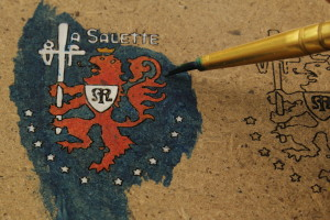 painting a small crest