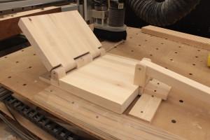 Wood hinge maple press